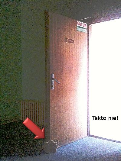 Nedovolené podopretie protipožiarnych dverí